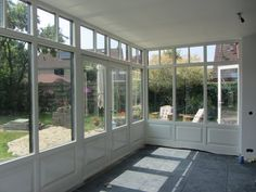 Like the windows Screened Porch Designs, Screened In Patio, House Extension Design, House Design, Closed In Porch, Three Season Room, Street House, House Extensions, Indoor Outdoor Living
