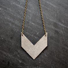 Leder-Chevron-Halskette von AtikaJewelry auf Etsy