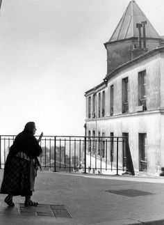 #Robert Doisneau Photography| La concierge en chaussons, Belleville 1953