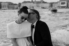 """Comunidade Cultura e Arte on Instagram: """"Joaquin Phoenix e Rooney Mara no Festival de Veneza 2019 • Fotografias de: Greg Williams"""""""