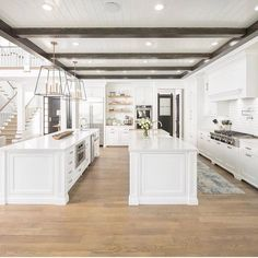 33 Insanely Gorgeous All White Kitchen Design - Home Decor Ideas Double Island Kitchen, All White Kitchen, New Kitchen, Kitchen Islands, Kitchen Wood, Kitchen Island With Sink And Dishwasher, Best Kitchen Layout, Kitchen Drawers, Kitchen Small