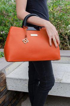 108ef2504 Bolsa Raquel - Stella Sofia #bolsa #couroecológico #laranja #look #moda #