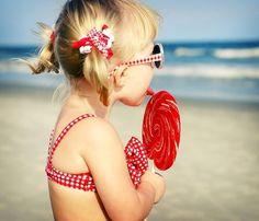 girl and lollipop.cute photo shoot at the beach! Summer Of Love, Summer Fun, Summer Time, Pink Summer, Hello Summer, Summer Baby, Little People, Little Ones, Little Girls