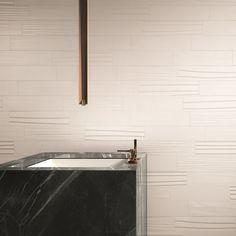 Brick Mix White Matt è una originale soluzione decorativa che mescola le diverse superfici della collezione DO UP TOUCH #abkemozioni. #rivestimento #ceramic #tiles #wall #wallandporcelain #3D #design #homedesign #decor #indoor #bathroom