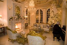 Ahhhhhhh Christmas in the music room! A Versaille Christmas Christmas Living Rooms, Christmas Room, Home Living Room, Living Room Designs, Victorian Christmas, Modern Christmas, Elegant Homes, Inspired Homes, House Rooms