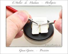 Gruen Vintage Watch - Les leviers servent à détacher les aiguilles avec précision. Un cache protège le cadran des marques.