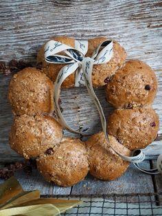 I forbindelse med mitt samarbeid med Melange, skriver jeg om mat jeg ikke kan være uten i julen. Brød må vi selvsagt ha i julen og her er brødet jeg kommer til å servere i år – grove rundstykker med tranebær og valnøtter. Supersaftig og myke rundstykker som selvsagt også kan bakes som et brød [...]Read More...