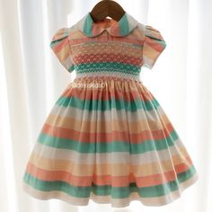 De uma combinação de cores lindas se faz um vestido maravilhoso! ! !