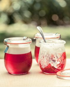 This Rosé and raspberry jelly with thick Greek yoghurt is perfect for a picnic!