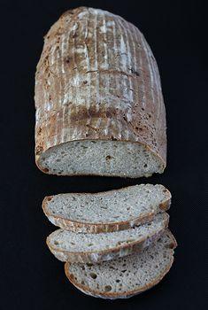 Przepis na Chleb z serkiem wiejskim na zakwasie. Sprawdź nasze przepisy i smakowite historie. Pokazujemy, że pieczenie domowego pieczywa nie jest trudne. Bread, Food, Brot, Essen, Baking, Meals, Breads, Buns, Yemek