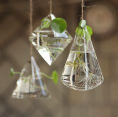 Géométrique hangar / succulentes suspendus jardinière/hangar en plein air verre, porte plante / Air Terrarium / Air Pot / jardinière cadeaux par PandaDIY sur Etsy https://www.etsy.com/fr/listing/398240433/geometrique-hangar-succulentes-suspendus