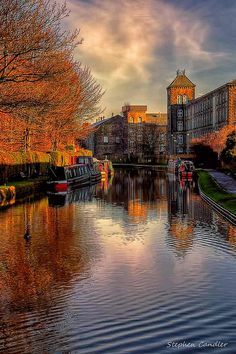 Along the Leeds to Liverpool canal, Skipton, North Yorkshire, England.