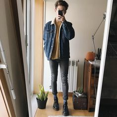 "9,623 kedvelés, 78 hozzászólás – Francisco Pedro (@blvckcreature) Instagram-hozzászólása: ""Today's outfit Btw it's really dark outside, and it's hard to take pictures with good light "" Teenage Boy Fashion, 90s Fashion, Retro Fashion, Fashion Outfits, Moda Indie, Thrift Store Fashion, Cool Outfits, Casual Outfits, Next Clothes"