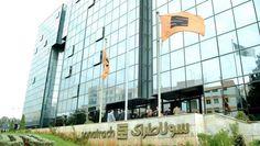 الجزائر تسعى لدفع قطاع الطاقة فى السنوات المقبلة - قال صلاح مكمو نائب رئيس شركة سوناطراك منتج للطاقة فى الجزائر إن المؤسسة تخطط لزيادة إنتاجها من الغاز الطبيعى والبترول الخام بنسبة 20% فى السنوات الأربع القادمة من خلال بدء المشاريع الجديدة. وأضاف مكموش أن الشركة سوف تستكشف مشروعات غاز طبيعى جديدة وكذلك آبار البترول فى حوض بركين بعد انفاقها 9 مليارات دولار سنويا على مشاريع الاستكشاف والتنمية منذ عام 2015. ونقلت وكالة أنباء بلومبرج عن الرئيس التنفيذى أن الشركة تعتزم أيضا زيادة إنتاج البترول من…