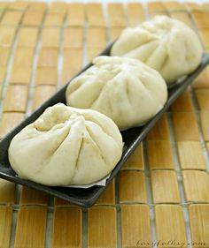 Try this easy recipe for Siopao - Asado (Steamed buns with chicken Asado filling). It also includes a video for the instructions. Easy Filipino Recipes, Filipino Dishes, Filipino Food, Filipino Desserts, Asian Recipes, Steam Buns Recipe, Bun Recipe, Siopao Dough Recipe, Steamed Buns