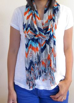 Diva - Printed scarf and colored jeans and white tee