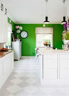 Pomme verte sur cuisine blanche