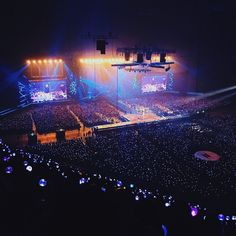 They are not real stars just armies and directioner Ocean Wallpaper, Army Wallpaper, Bts Wallpaper, Dream Concert, Concert Stage, Ocean Pictures, Bts Pictures, Bts Army Bomb, Best Rapper