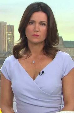 Susana Reid, Beautiful Old Woman, Sexy Blouse, Head & Shoulders, Tv Presenters, Sexy Older Women, New Girl, Sexy Outfits, Business Women