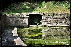 A cheval. dans Fontaine de guérison Landeda-font-st-Guénolé