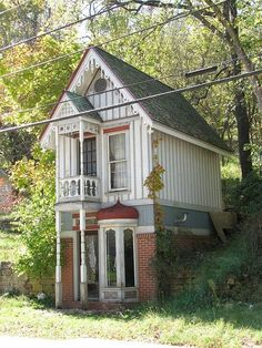 Tiny house in Eureka Springs Arkansas - I could live in a house like this! by MySweetChaos