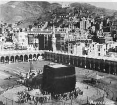 T E Lawrence and the Arab Revolt 1916 - - the Kaaba. Looking down over the the Kaaba and the Haram, with the city behind. Masjid Haram, Mecca Masjid, Mecca Wallpaper, Islamic Wallpaper, House Of Saud, Medina Mosque, History Of Islam, Mekkah, Islamic Images