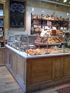 Le Pain Quotidien = best bakery in the world. Bakery Decor, Bakery Interior, Bakery Design, Bakery Cafe, Shop Interior Design, Cafe Design, Bakery Display Case, Bread Display, Display Cases