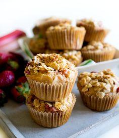 Kahvia & Kasvisruokaa: Raparperi-mansikkamuffinit #välipala #kruoka