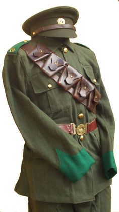Enlisted soldiers' field uniform of the Irish Volunteers. Military Looks, Military Jacket, Army Uniform, Military Uniforms, Ireland 1916, Irish Republican Army, Easter Rising, Old Irish, Michael Collins