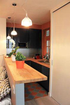 Colorful & small kitchen | Etroite et colorée cuisine