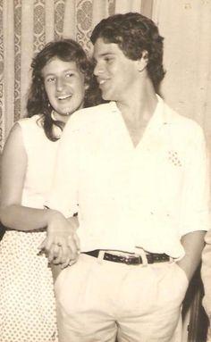 1977 e já fazíamos festas pelos anos dourados (anos sessenta). Ao lado da 'minha' Elvira. Festa na casa do Moacir e da Maria Helena Lana. Campo Mourão/PR