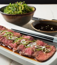 If you want to make consistently perfect beef tataki - the way restaurants do - then sous vide technique is something you need to learn. Asian Recipes, Beef Recipes, Cooking Recipes, Healthy Recipes, Curry Recipes, Beef Sushi, Stuffed Shells Beef, Beef Tataki, Carpaccio
