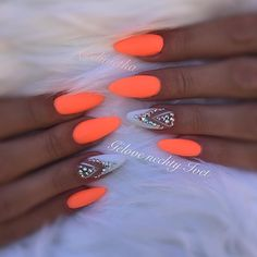 Want some ideas for wedding nail polish designs? This article is a collection of our favorite nail polish designs for your special day. Summer Acrylic Nails, Best Acrylic Nails, Summer Nails, Orange Nail Art, Orange Nail Designs, Neon Orange Nails, Neon Nails, Swag Nails, My Nails