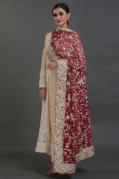 Fancy Dress Design, Bridal Dress Design, Stylish Dress Designs, Pakistani Fashion Party Wear, Pakistani Dresses Casual, Indian Fashion, Indian Dresses, Designer Party Wear Dresses, Kurti Designs Party Wear