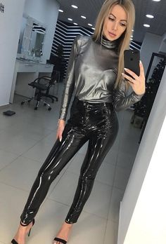 Stunning, elegant, and sophisticated leather and latex outfits and the women who wear them. Legging Outfits, Leather Leggings Outfit, Faux Leather Leggings, Leather Skirts, Pvc Leggings, Vinyl Leggings, Wet Look Leggings, Leggings Are Not Pants, Latex Pants