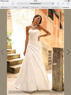 Poročne obleke Linea Raffaelli v salonu Mod Art. Lace Wedding Dress, Wedding Bridesmaid Dresses, Perfect Wedding Dress, Dream Wedding Dresses, Designer Wedding Dresses, Bridal Dresses, Wedding Gowns, Wedding Dress Accessories, White Bridal