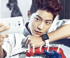 Hong Jong Hyun takes a selca of his handsome self in a photo shoot with 'High Cut'   http://www.allkpop.com/article/2014/08/hong-jong-hyun-takes-a-selca-of-his-handsome-self-in-a-photo-shoot-with-high-cut