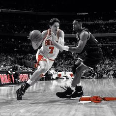 This date in Bulls history: Toni Kukoc recorded 22 points en route to a 103-80 victory over Charlotte in an Eastern Conference opening round #NBAPlayoffs game. 5/2/95 #tbt #SeeRed