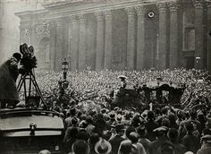 Lord Mayor's Procession passing St Paul's, 1933