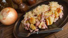 Zemiaky s kyslou kapustou a slaninkou   Recepty.sk Potato Salad, Shrimp, Food And Drink, Toast, Restaurant, Dining, Chicken, Vegetables, Ethnic Recipes