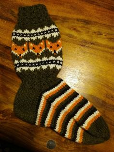Knit Socks, Knitting Socks, Anton, Yarns, Mittens, Knit Crochet, Winter Hats, Handmade, Diy