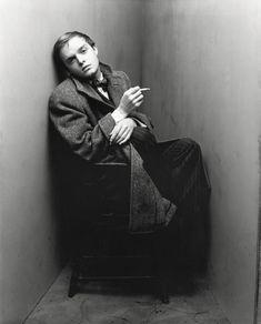 Truman Capote, New York, 1948 Irving Penn. © The Irving Penn Foundation Senior Girl Photography, Portrait Photography, Fashion Photography, Classic Photography, Irving Penn Portrait, Kasimir Und Karoline, Fotografie Portraits, Centenario, Great Photographers
