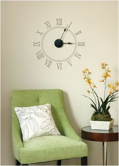 clock decal or painted wall with working hands - love!