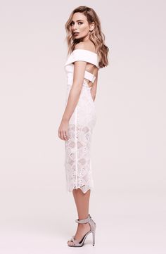 Striking off-shoulder dress that has been exclusively designed in collaboration… FOR WEEKEND/CASUAL - SPRING RACING