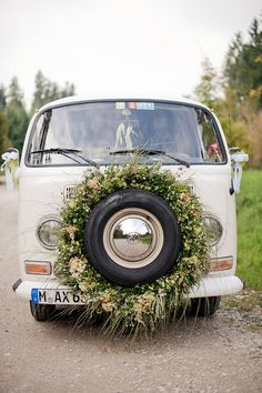 Entspannte Familienhochzeit mit VW Bulli von Petra Hennemann | Hochzeitsblog - The Little Wedding Corner