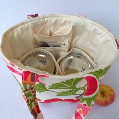 I'm loving these bags, since I do make lots of salad in a jar!  Come summer, I'd love to have one to take to the beach or the pool!