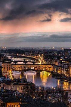 Ponte Vecchio, sobre o Rio Arno, Florença, Itália