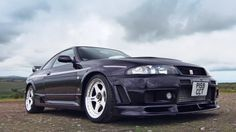 Gran Turismo players, prepare to see one of your dream cars in action. Evo has taken the wheel of the extremely rare Nissan Skyline GT-R Nismo Nissan Skyline Gtr R33, Gtr Nismo, Nissan Nismo, Toyota, Car Videos, Jdm Cars, Retro Cars, Evo, Twin Turbo