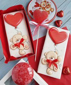 На данном изображении может находиться: еда Valentines Day Cookies, Valentine Cookies, Happy Valentines Day, Iced Cookies, Sugar Cookies, Frozen Paper Dolls, Gingerbread Icing, Ballerina Cakes, Funny Birthday Cards