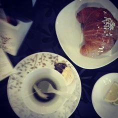 Come iniziare bene la giornata :) #colazione #breakfast #fallinlove #foodporn #tisana #cornetto